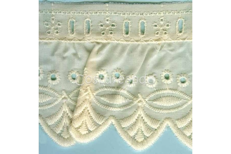 LIGHT CREAM / WHITE  RUFFLED EYELET EMBRODERY LACE 020