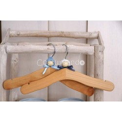 WOODEN HANGER BLUE HAT